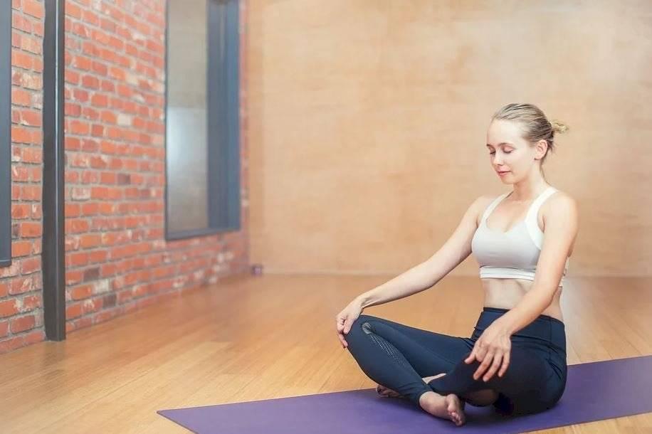 Puedes hacer actividades como yoga y pilates para aliviar el estrés y la ansiedad.
