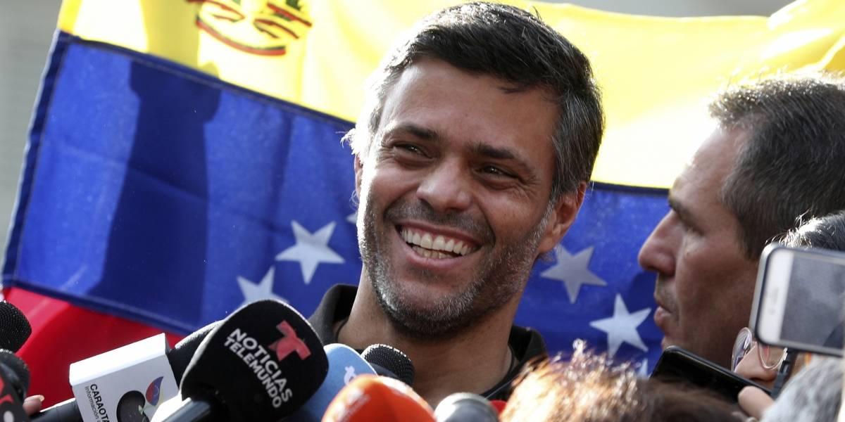 Leopoldo López abandonó Caracas y viaja a España