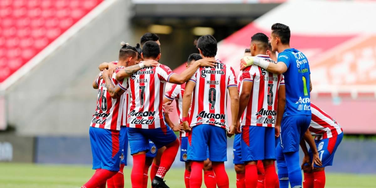 Tres futbolistas de Chivas Guadalajara en México dan positivo de COVID-19