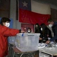 Millones de chilenos votan en histórico plebiscito para reemplazar la Constitución
