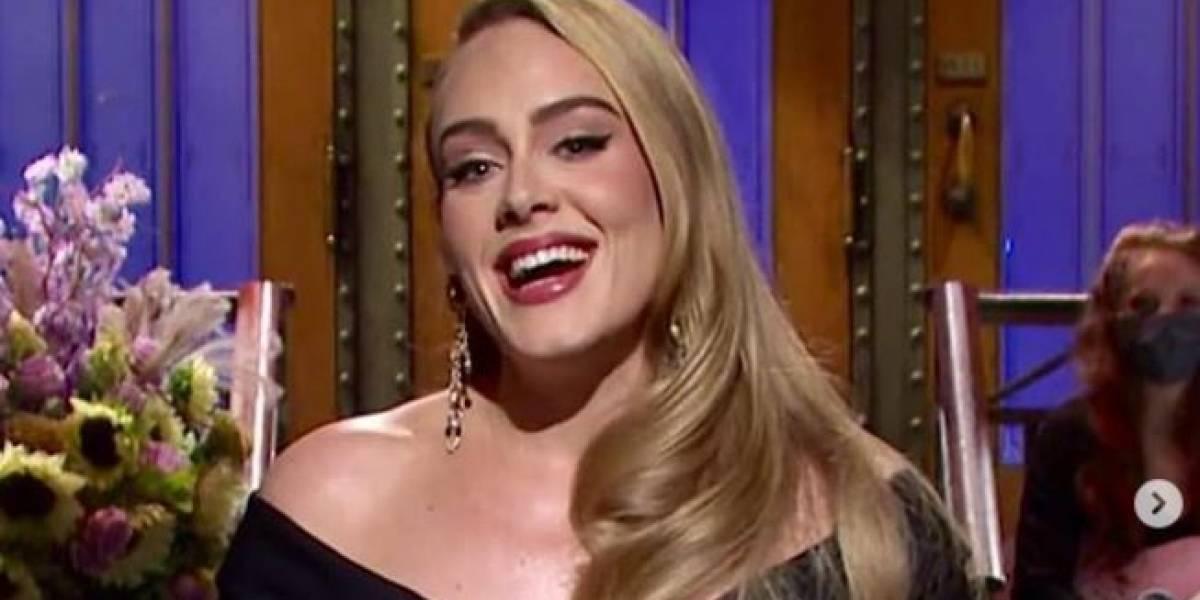 Adele fascina con un vestido azul tornasolado y bordado con exquisitas flores en relieve