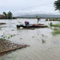 Tifón deja 8 desaparecidos, miles de desplazados en Filipinas