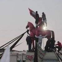 Chilenos festejan con fuegos artificiales la creación de una nueva Constitución