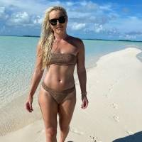 Medallista olímpica se defiende de los que la critican por lucir su cuerpo en bikini