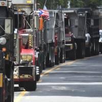 Camioneros dicen suministro de alimentos y gasolina podría afectarse esta semana