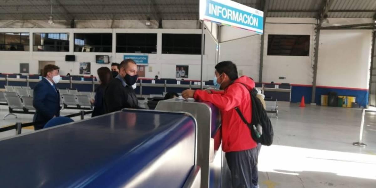 Horarios de atención para trámites de matriculación vehicular en Quito durante el feriado