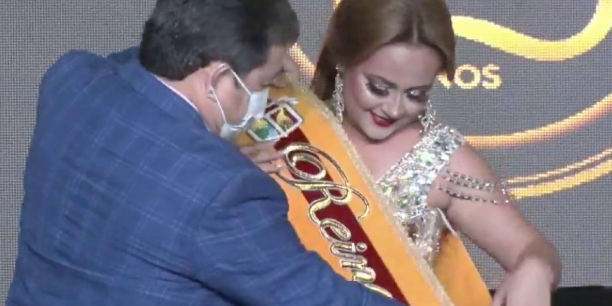 Reina de Pasaje, en El Oro, se cayó en evento de coronación en vivo: Ecuador