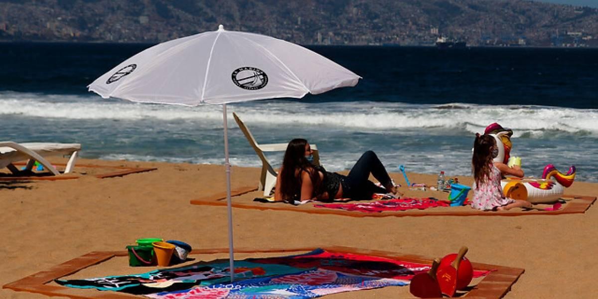 """""""Vamos a la playa oh oh oh"""": pero las toallas a un metro de distancia"""