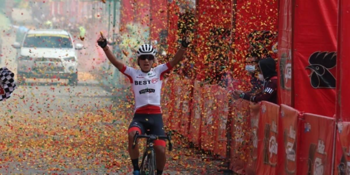 Harold López agradeció a su compatriota Byron Guamá por guiarlo para ganar la sexta etapa de la Vuelta a Guatemala