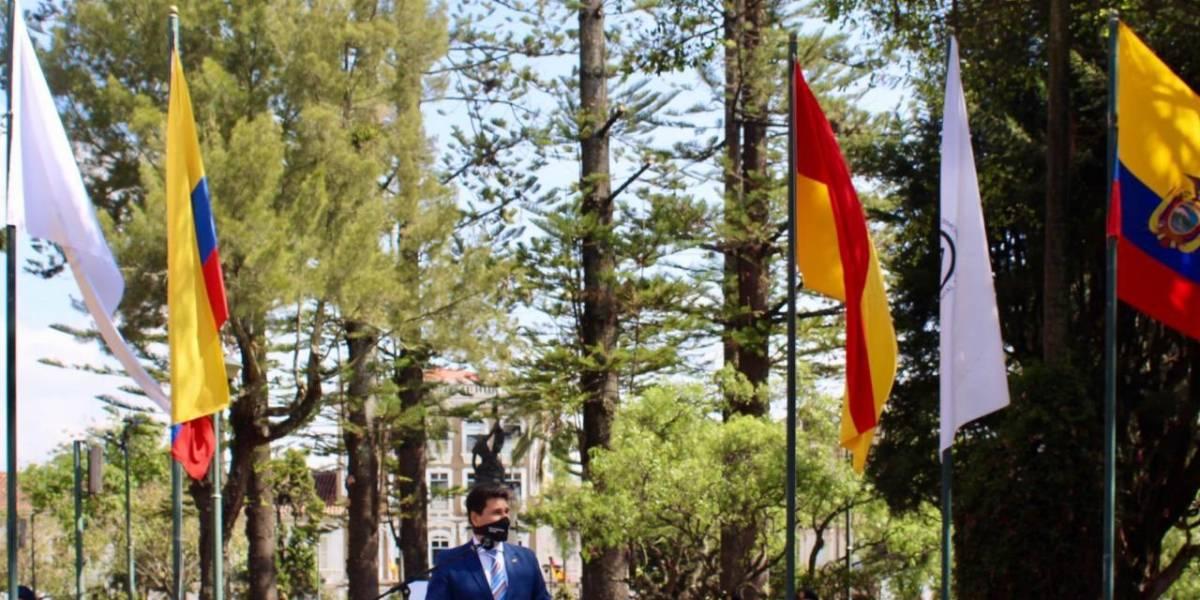 Banderas engalanan a Cuenca por su Bicentenario