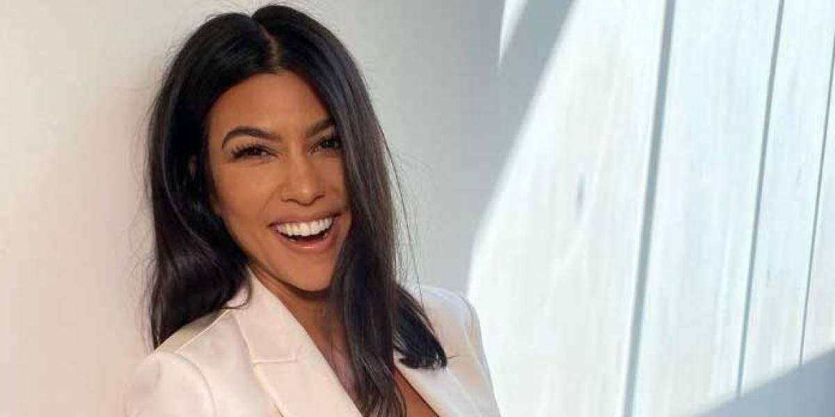 Kourtney Kardashian presume su esbelta figura en un bikini con estampado de cebra