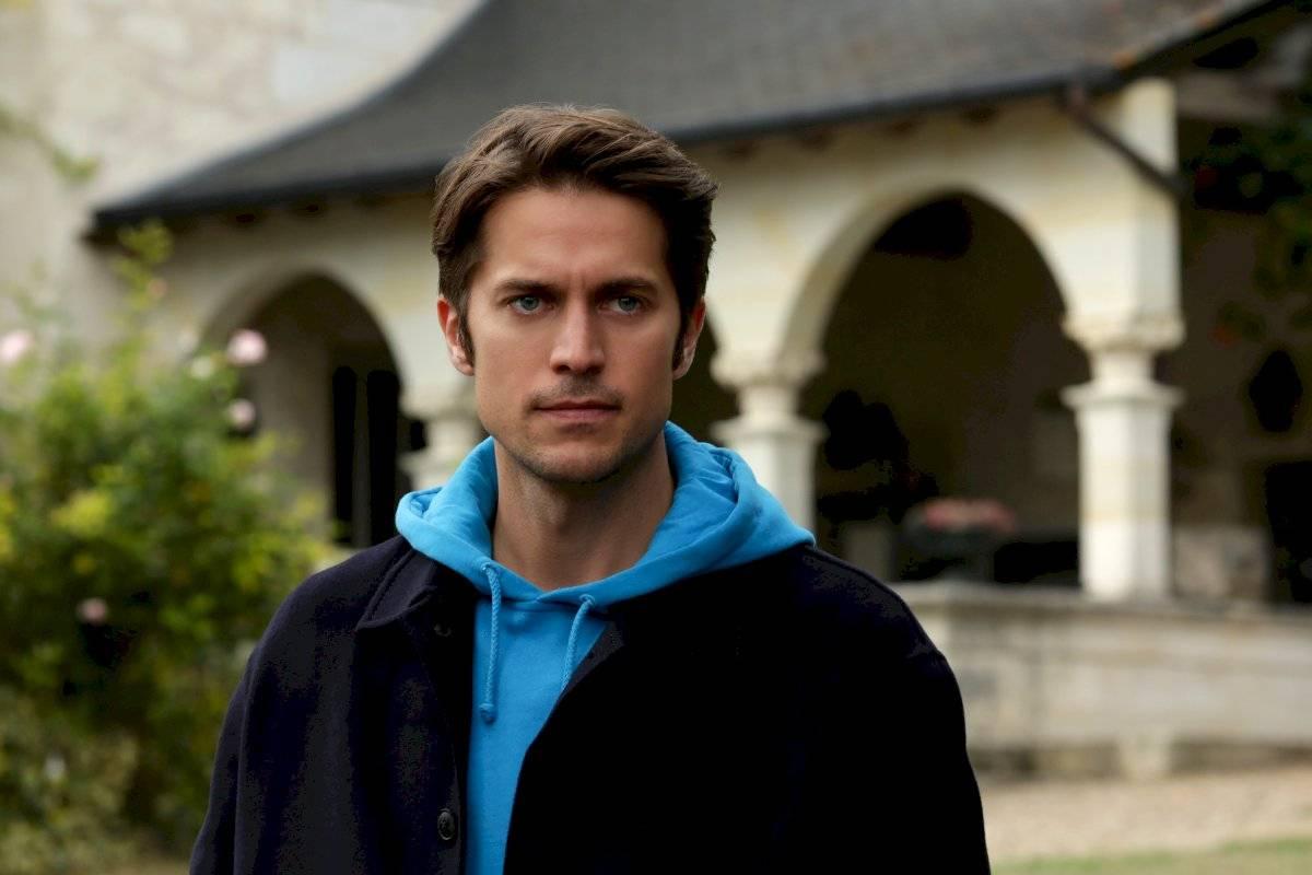 Gabriel (Lucas Bravo)