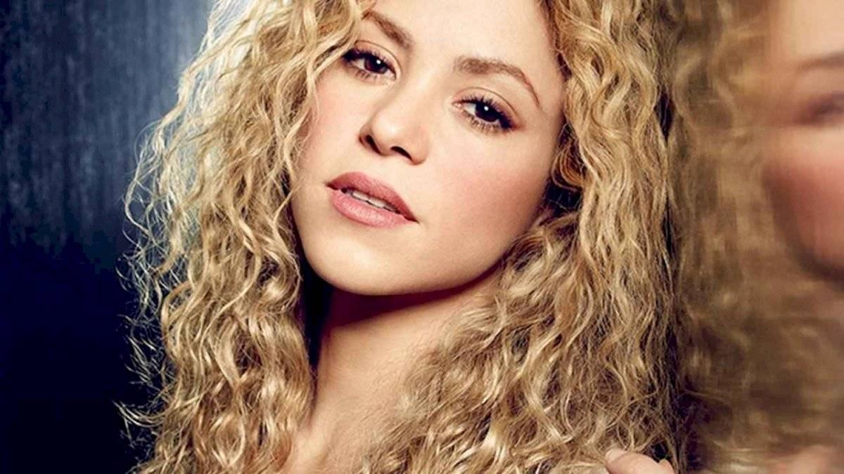 Shakira transformó su trsiteza en canto para homenajear a su hermano fallecido.