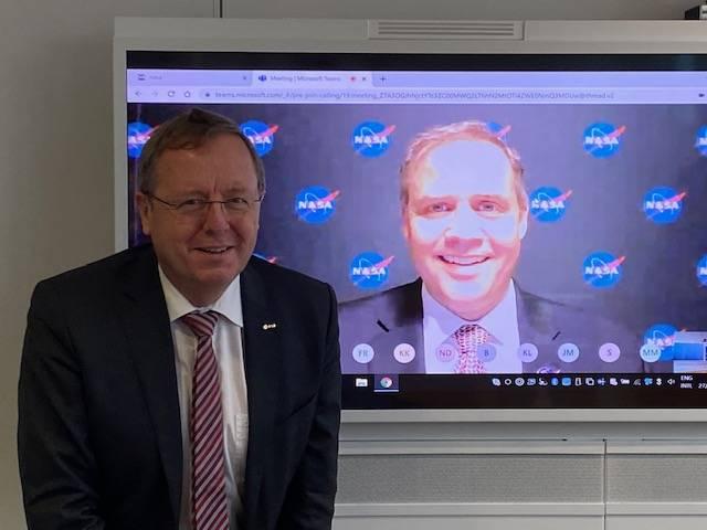 Wörner y Bridenstine, los representantes de la ESA y la NASA.