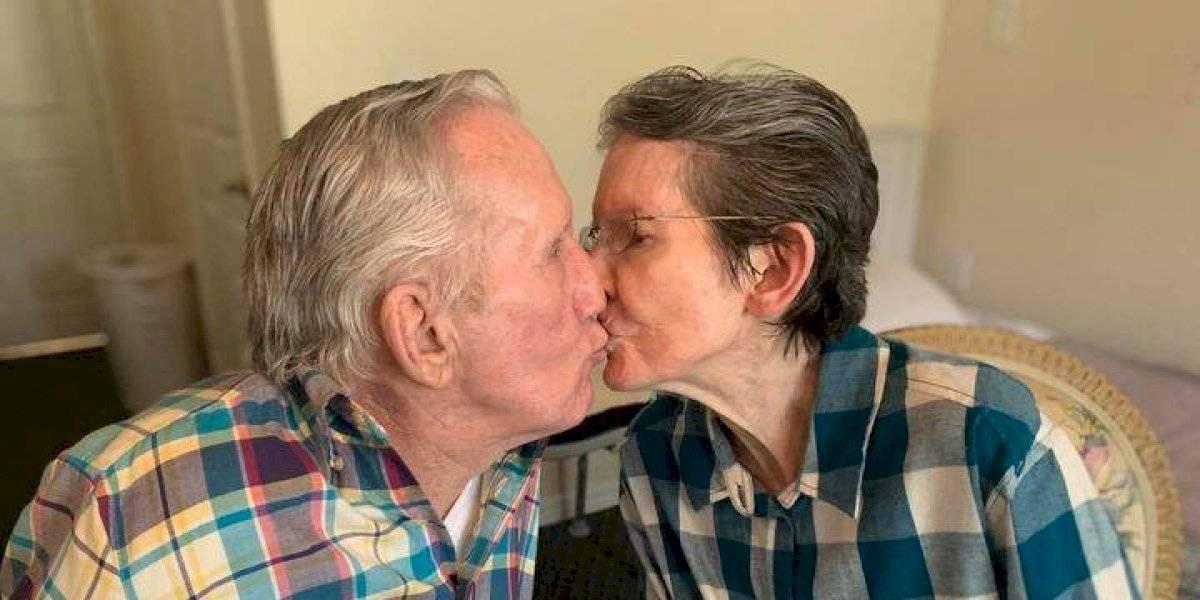 """El emotivo reencuentro de octogenario matrimonio tras meses separados por la pandemia: """"Te extrañé mucho"""""""