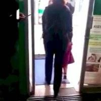 Policías resguardan a niña de tres años en la Venustiano Carranza; presuntamente fue abandonada