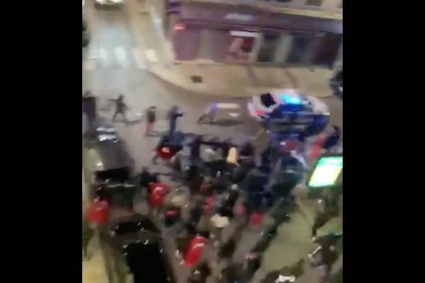 Estalla violencia religiosa en Francia: detienen a un afgano con cuchilla en Lyon y grupos turcos atacan a policía