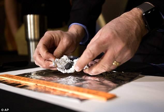 Parte del meteorito que cayó en Detroit en 2018.