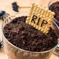 """Receta: Crea un """"cementerio"""" con mousse de chocolate"""