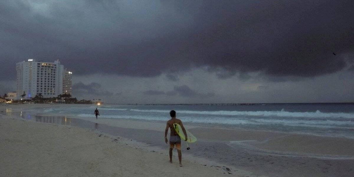 Tormenta Dolores se debilita tras tocar suroeste de México