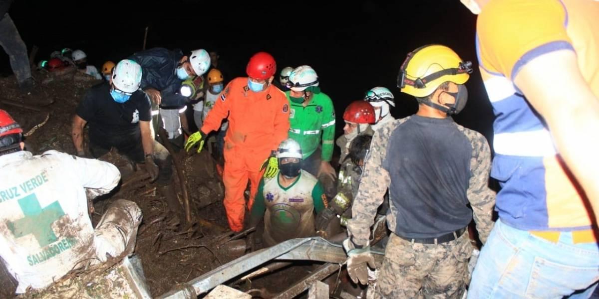 AMP2.- El Salvador.- Al menos 7 muertos y más de 35 desaparecidos por un corrimiento de tierra cerca de San Salvador
