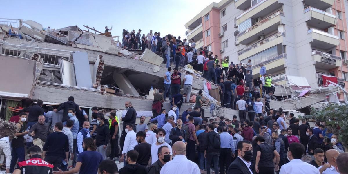Embajador en Turquía aclara situación de chilenos en Izmir tras terremoto magnitud 7,0