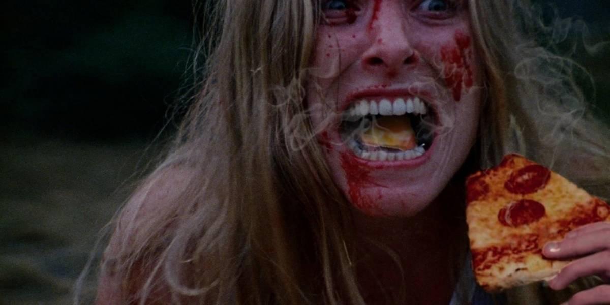 Maestros del collage añaden pizzas calientes a escenas de de cine de terror