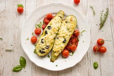 El zucchini es un vegetal versátil en la cocina y un alimento perfecto para las personas que desean adelgazar. Lo puedes usar en ensaladas