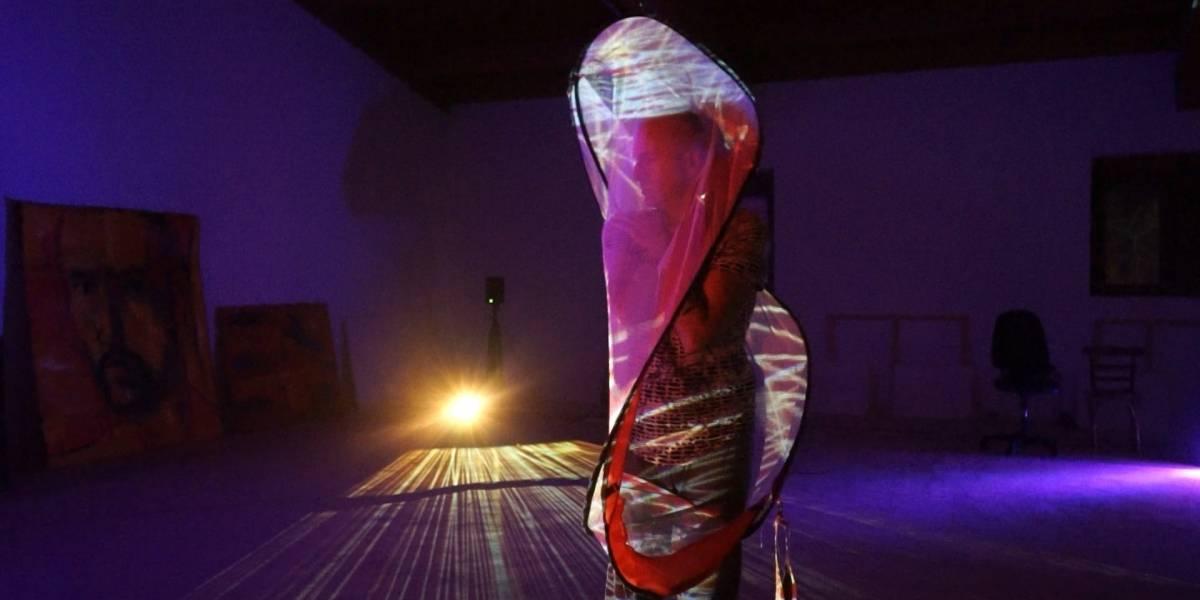 Portaltic.-Cómo el arte y la tecnología reinventan la distancia social a través de los 'teleabrazos'