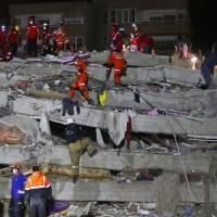 Número de muertos tras terremoto en Grecia y Turquía sube a 27