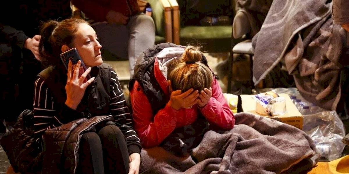 Suben a 30 los muertos en terremoto que remeció Turquía y Grecia