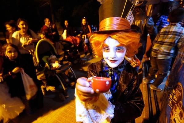 Minsal no recomienda Halloween y advierte que la máscara del disfraz no reemplaza a la mascarilla contra el covid