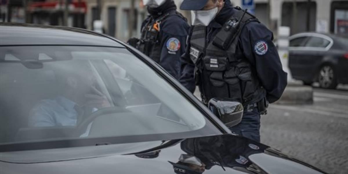 Balean a sacerdote en una iglesia de Lyon y rebrota la tensión por amenazas islamistas