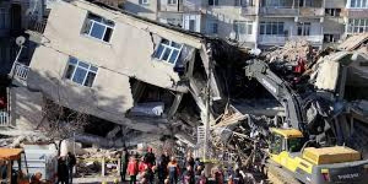 El terremoto reconcilió a los presidentes de Turquía y Grecia: ya van treinta muertos y cerca de mil heridos