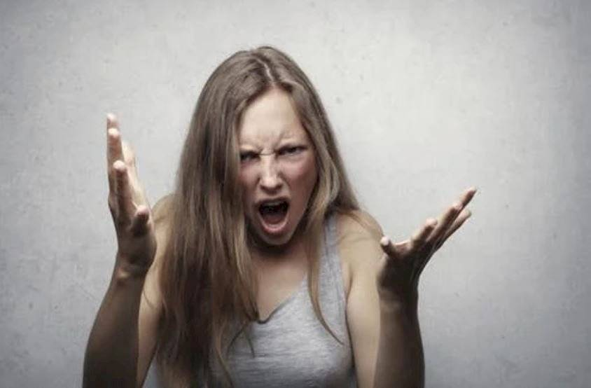 Mujeres que dicen groserías