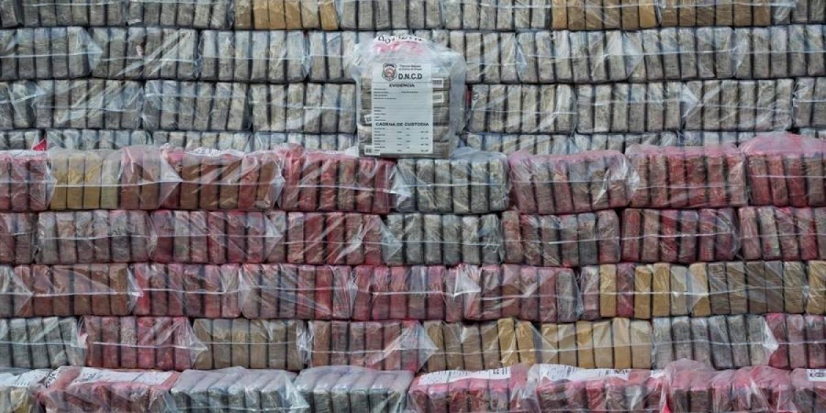 Hallan casi 2 toneladas de cocaína en barco proveniente de Colombia