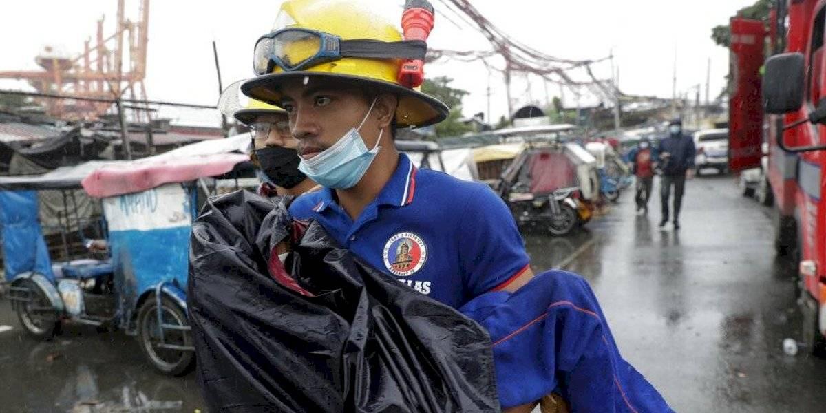 Al menos diez muertos y numerosos daños al paso del tifón Goni en Filipinas