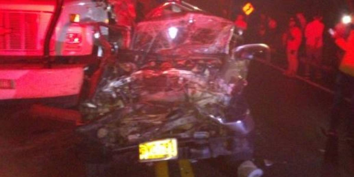 Grave accidente entre dos tractomulas y una camioneta dejó varias personas heridas