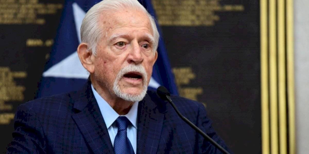 Exgobernador Carlos Romero Barceló muestra señales de mejoría a su salud