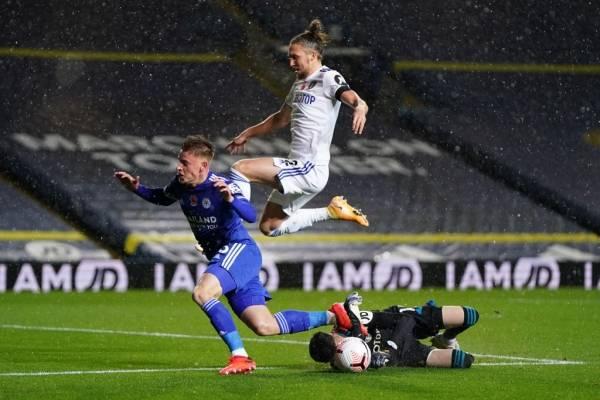 Bielsa y su Leeds resbalaron bajo la lluvia con dura derrota en casa ante el Leicester