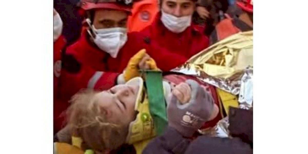 ¡Un Milagro! Encuentran con vida niña de 3 años bajo los escombros del terremoto en Turquía