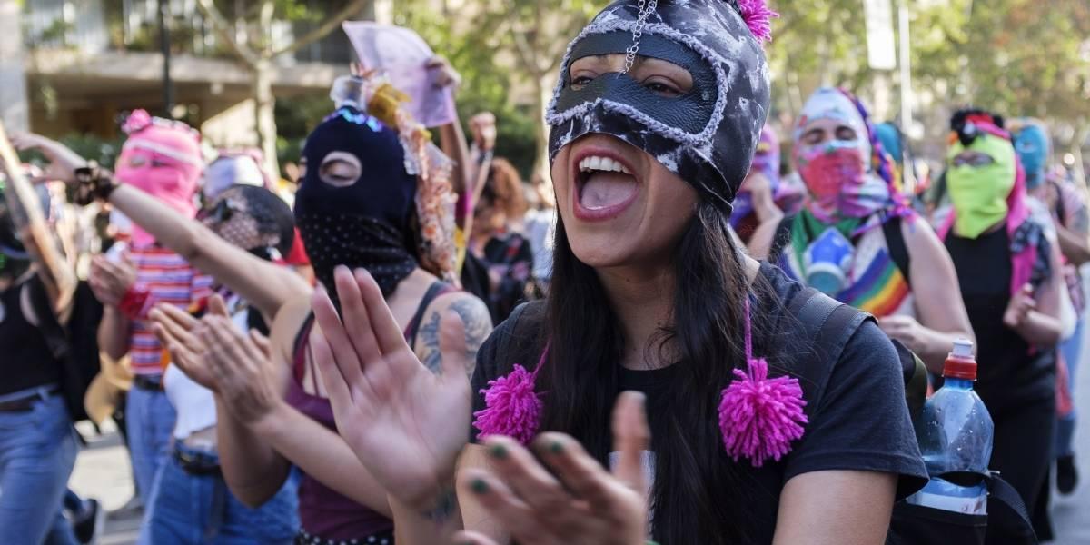 Vestirse en medio del estallido social: así ha sido la moda en las protestas de Chile