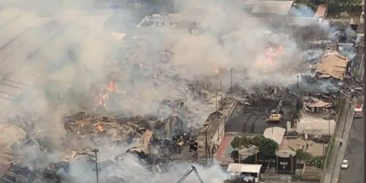 """Empresa cartonera que sufrió incendio en Durán: """"Complejo industrial de producción no ha sido afectado"""""""