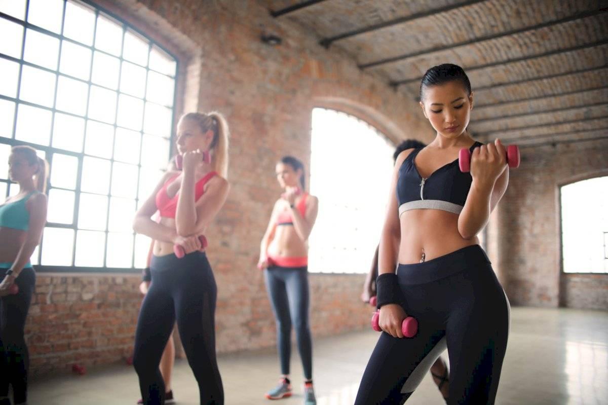 Las pesas favorecen la pérdida de peso y ayudan a tonificar el cuerpo.