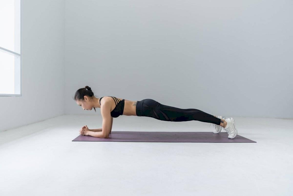 Las planchas son unos de los ejercicios más completos, pues se trabajan varios grupos de músculos.