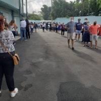 Máquinas dañadas, papeletas marcadas y largas filas, algunas de las denuncias de los electores