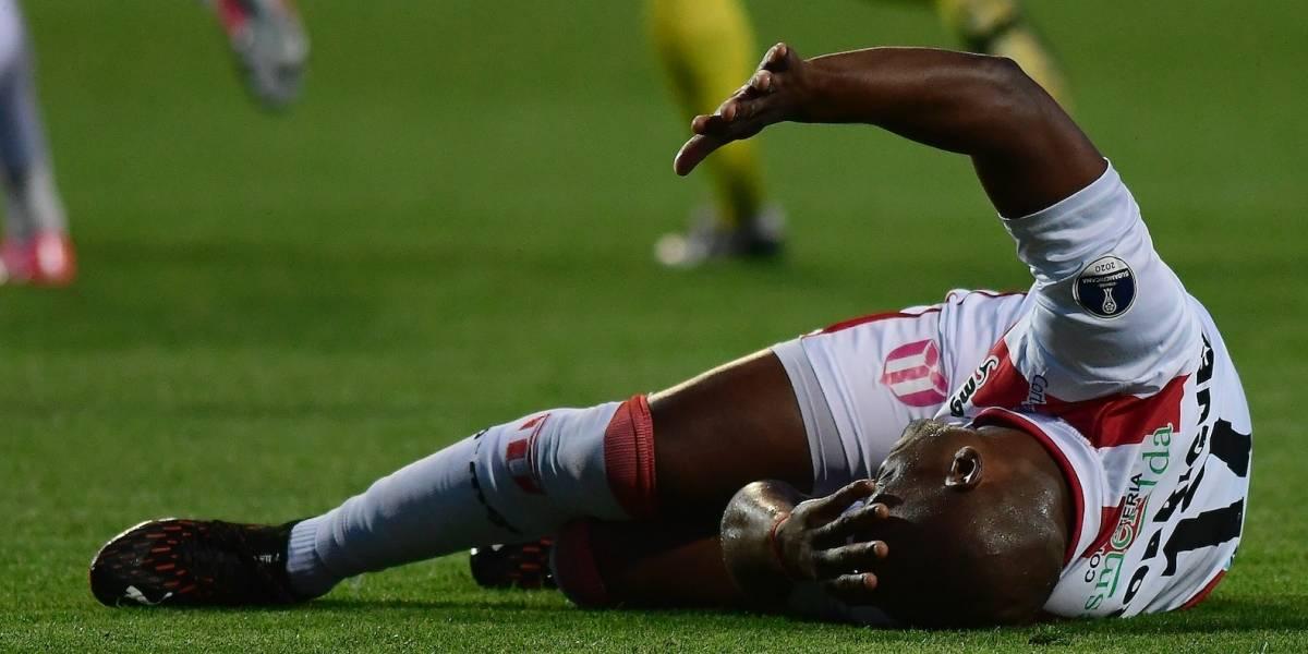 Preocupación por jugador de River Plate(U) tras salir en camilla por fuerte choque en partido ante Nacional