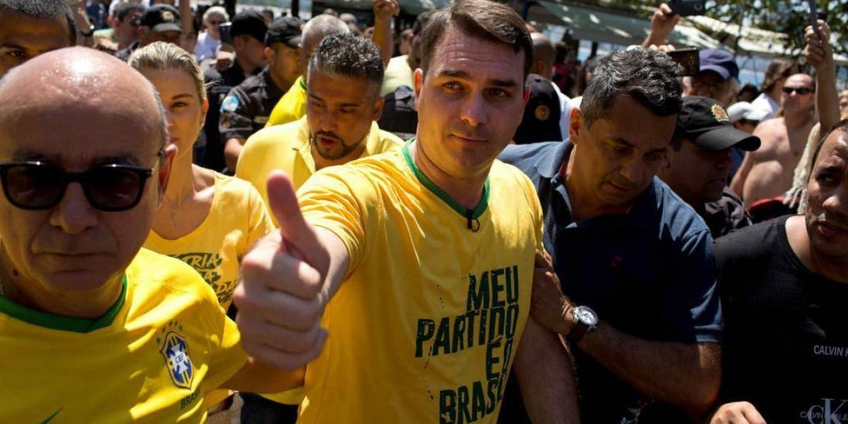 Otro lío del presidente Bolsonaro en Brasil: Fiscalía acusa a su hijo senador por blanqueo de capitales y malversación de fondos