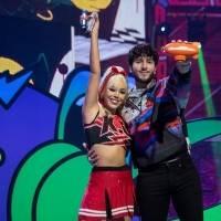 Sebastián Yatra y Danna Paola: cambia la letra y se la dedica en los Kids Choice Awards con su impresionante vestido