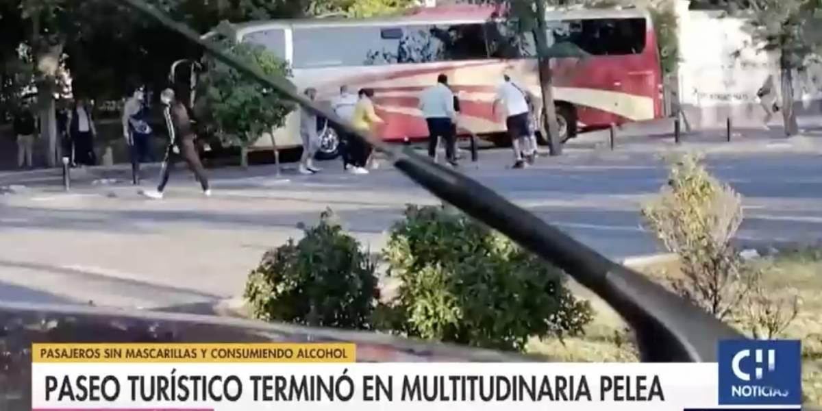 Combos iban, combos venían: pasajeros y dueños de bus turístico se entrampan en violenta pelea
